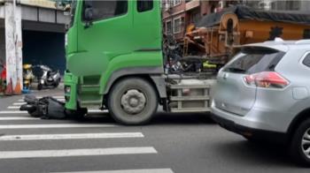 要命路段再發生車禍 騎士行經萬壽路捲砂石車下亡