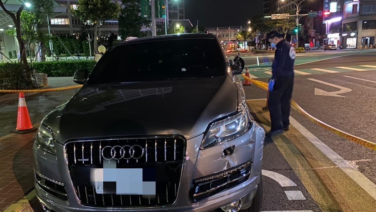 快訊/新莊女衝撞路檢點 警開2槍...副駕中彈遭丟包亡