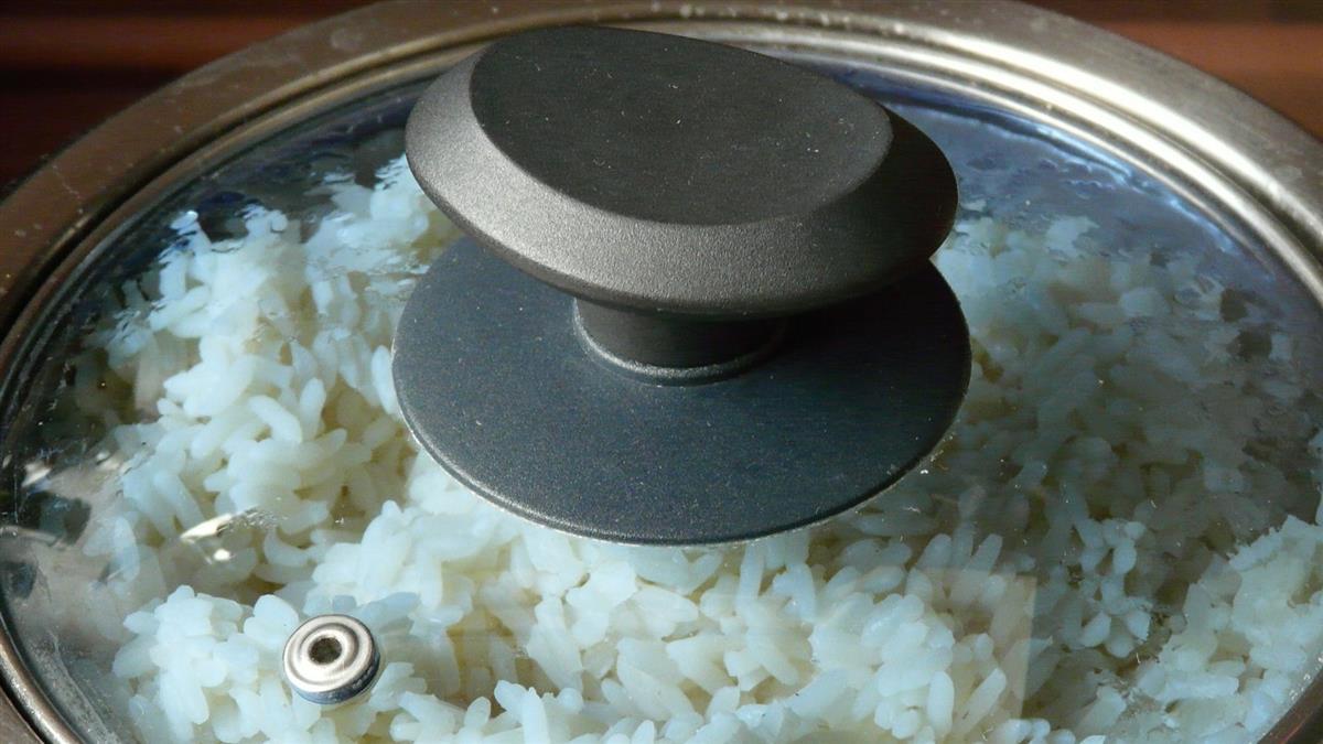 用電子鍋「內鍋洗米」!她被男友罵隨便 廠商解答了