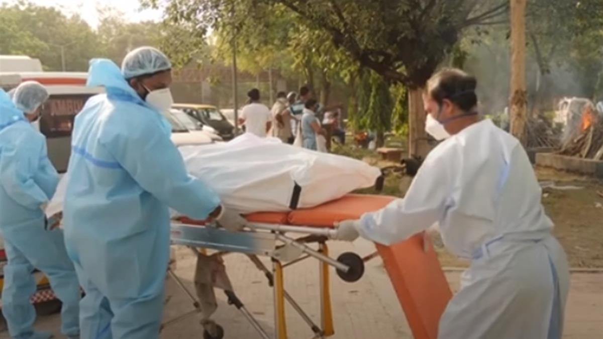 印度德里極缺氧 醫院要求家屬分享「自己的氧氣瓶」
