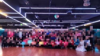 確診7旬翁尬舞4.5小時 網一看百人群歡畫面:完了!