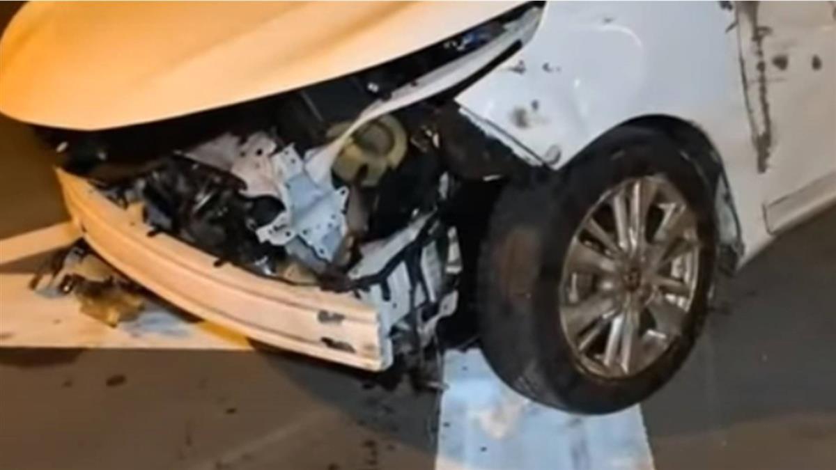 誰掉的輪胎? 巨輪橫躺車道 視線太黑駕駛撞上釀4傷