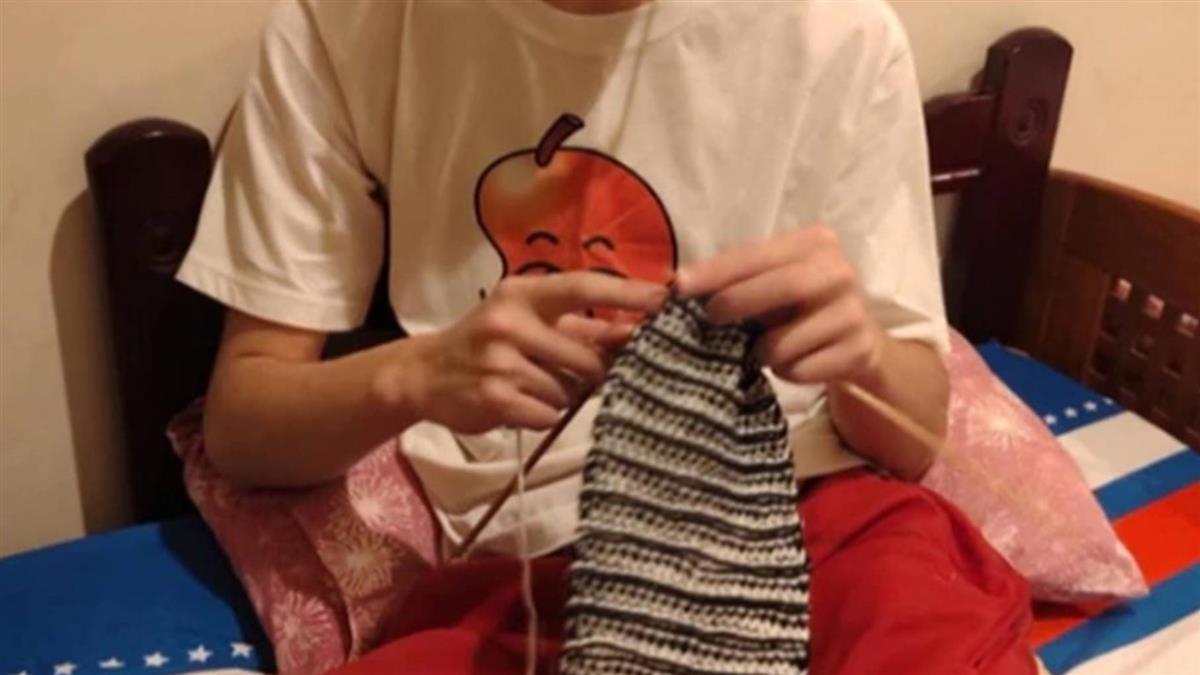 國中兒織圍巾送心儀女生 媽秒揭崩潰關鍵:單身實力堅強