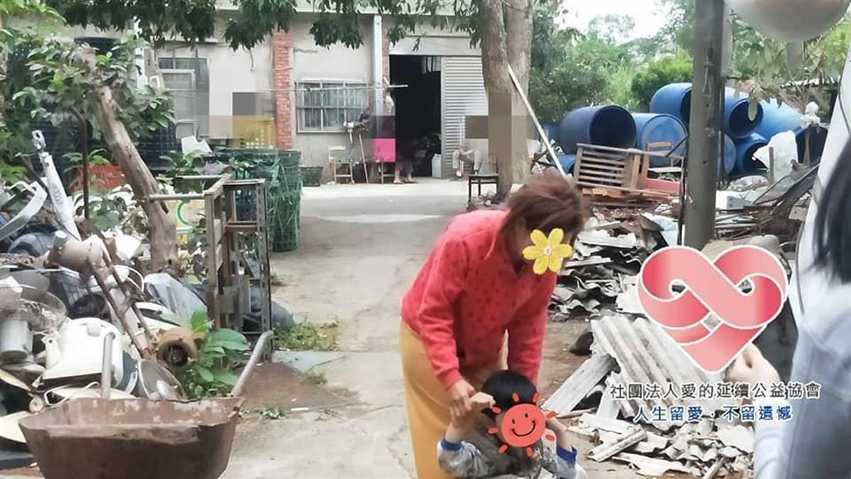 越南婦嫁來台住「豬舍改建屋」崩潰 抓蟑螂下秒塞嘴狂吞