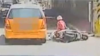 獨/搬沙發側倒撞機車害摔 7旬翁遭後車撞送醫亡