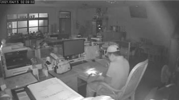 性侵通緝犯闖學校行竊 得手10萬警調監視器逮人