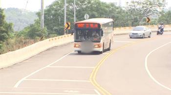 校門口死亡車禍!公車下坡疑煞不住 闖紅燈撞死女學生