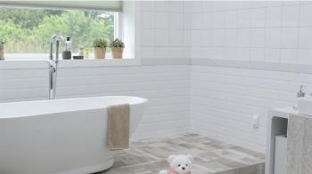 台中男出租浴室洗澡「一次50元」 網傻眼:有沒有這麼可憐?