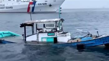 漁船遭貨輪擦撞 漁民站半沉船中待救海巡及時趕到