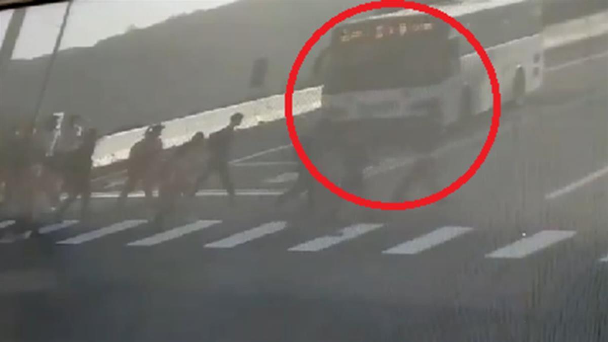 公車撞死女高中生!司機曝「只能繼續開」 網氣炸:喇叭壞了?