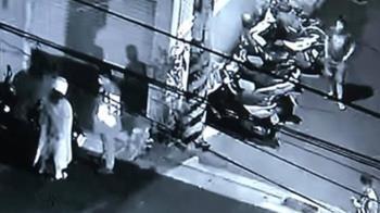 台中男當街打女友「安全帽K頭猛踹」 網見80秒片拳頭硬了