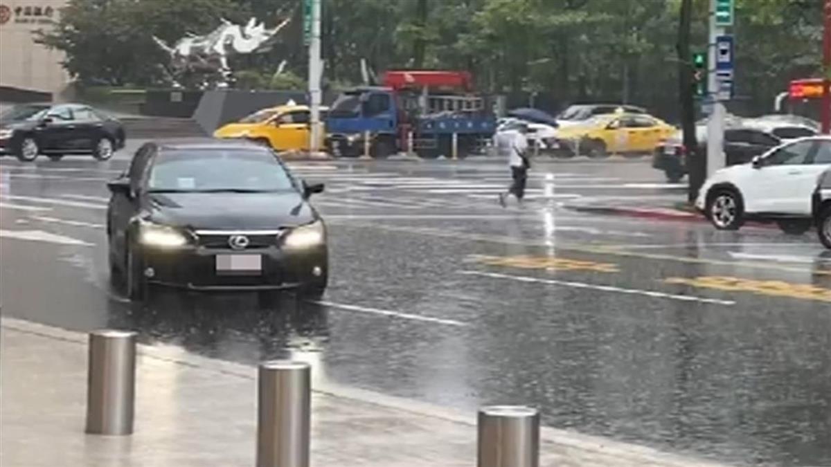 快訊/北北基發布大雨特報 雷雨對流胞接近中