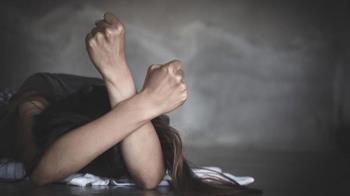 女醉倒騎樓遭撿屍性侵 驚險跳樓裸奔求救