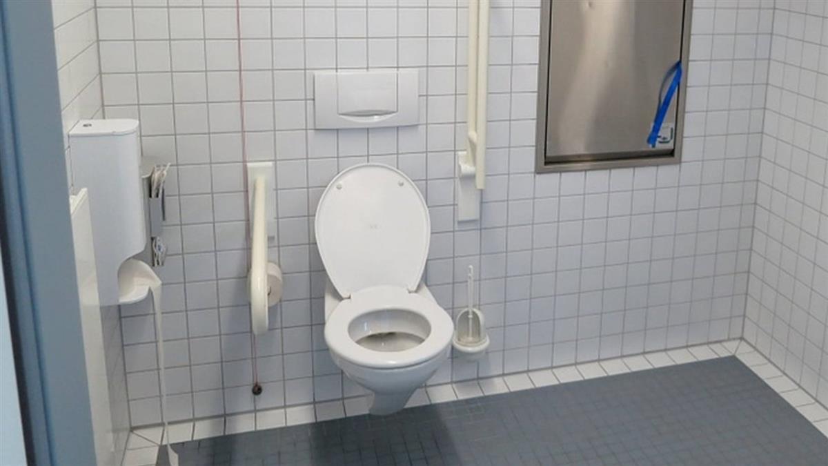 麻將打一半去廁所 驚見好友頭栽馬桶慘死