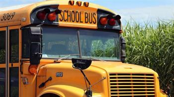 菜鳥兵帶槍挾持校車 18小學生狂問問題崩潰了