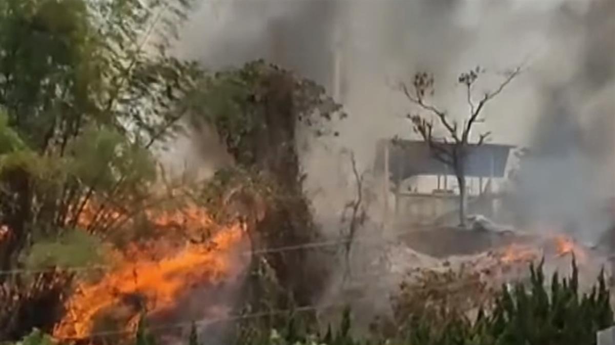 陸空同步!消防出動直升機 日月潭吊掛水袋救林地火
