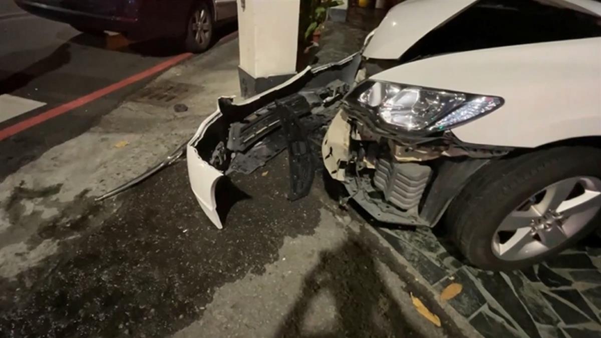男闖紅燈撞計程車棄車落跑 警搜車驚見41顆子彈