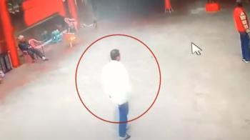 宮廟全武行! 男子幫女友出氣 持刀談判反被毆打送醫