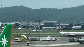快訊/立榮驚傳迫降松山機場 消防緊急出動