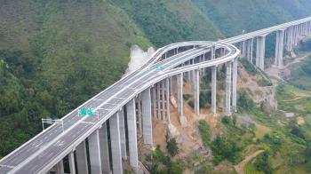 高速公路驚見「超狂U型車道」 真正用途揭密