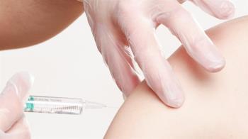 首例打完AZ疫苗流產 婦產科醫分析:該打還是要打