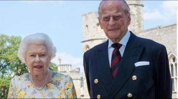 菲立普親王葬禮後首露面 英女王主持國會開議大典