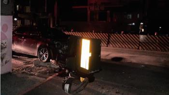 轎車猛撞變電箱 中和才剛復電又一片黑