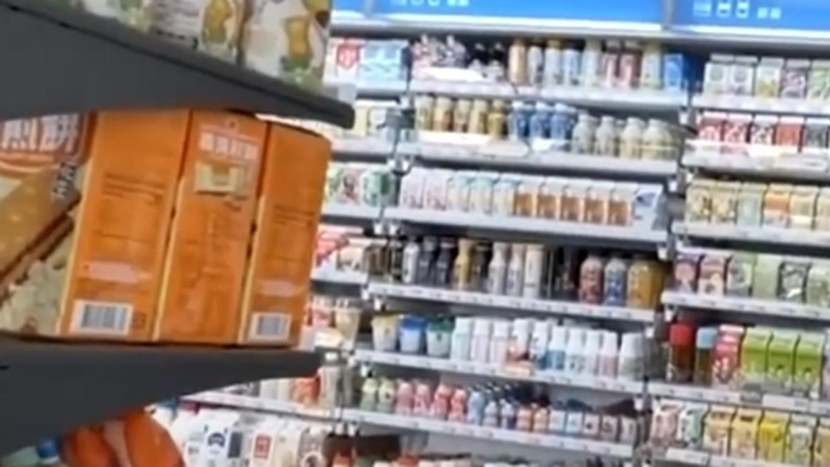 超商停電店員「狂抄條碼」趕結帳 客人一看怒噴:寫快點