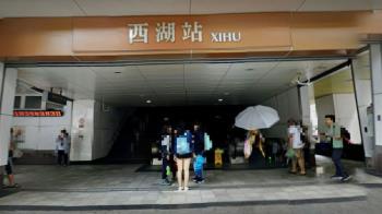 快訊/西湖捷運站驚傳砍人!疑不願分手揮刀 情敵重傷