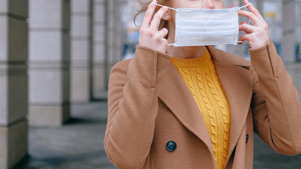 台灣防疫觀念太舊「應戴2層口罩」 美國醫:噴消毒水沒用