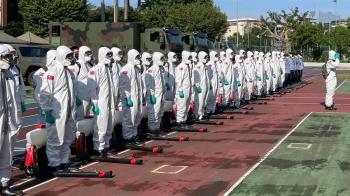 萬華淪重災區!剝皮寮篩檢站爆滿 33化學兵列隊進駐消毒