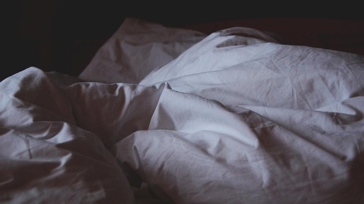 悚!101kg胖妻「坐老公頭上」逼道歉 尪當場窒息慘死