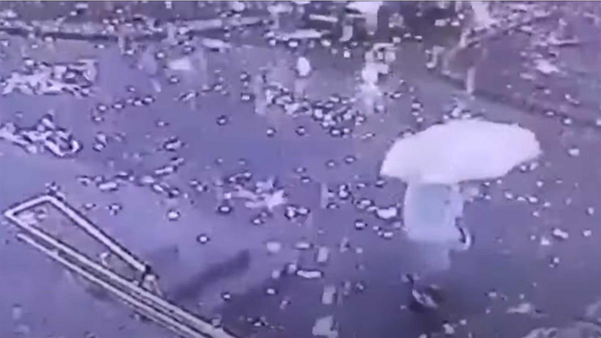 大雨+落雷 罕見奇景「閃電雨」降落嚇壞民眾