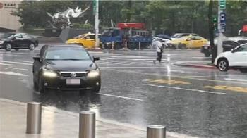 快訊/雨彈來襲!午後北北基等14縣市發布「大雨特報」