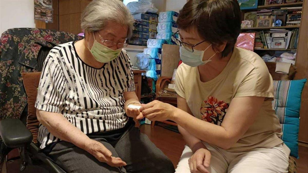 96歲嬤血氧剩70% 不打疫苗想「留給年輕人」