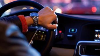 開長途車只聽音樂?鄉民狂推提神秘訣 1頻道越聽越嗨