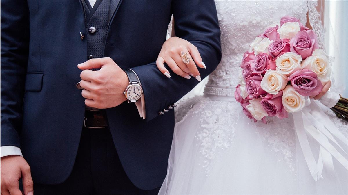 新娘在婚禮上突倒地身亡 新郎隔壁房間「改娶妹妹」