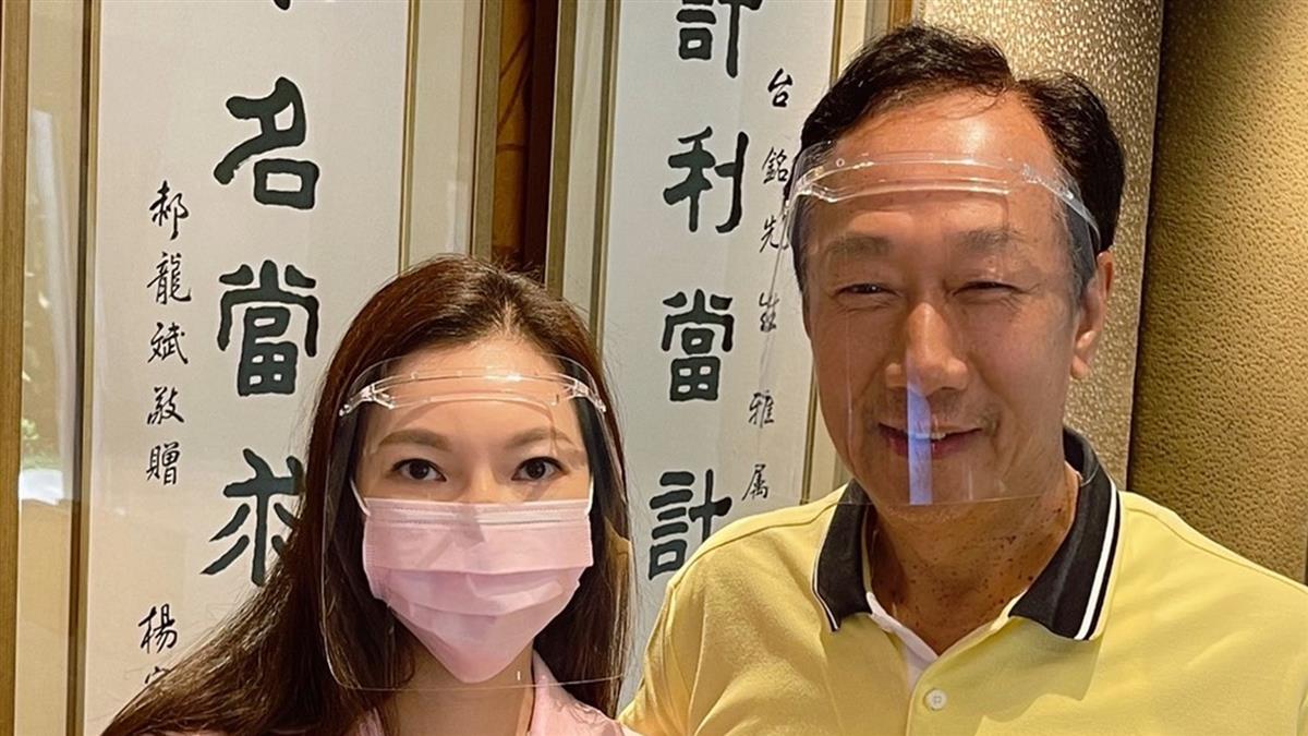 快訊/郭台銘500萬劑BNT疫苗送件了 曾馨瑩親自遞交