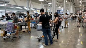 Rt值降疫情趨緩?民眾衝大賣場買食材  生鮮區人漸增