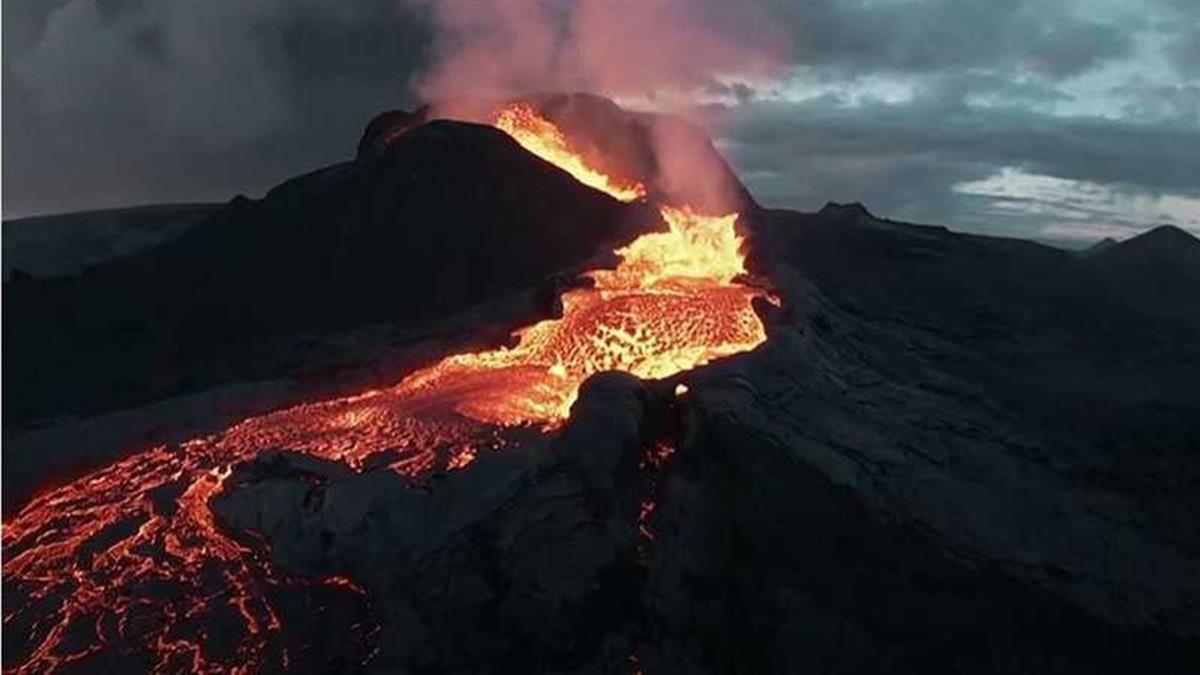 無人機拍火山爆發遭吞噬 「地表煉獄」震撼60萬人