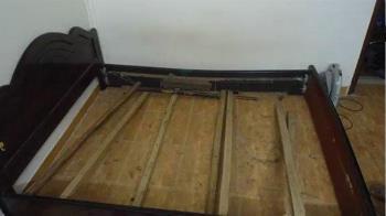 夫妻新婚6個月睡壞3張床 「一換姿勢就塌」婆婆急改水泥床