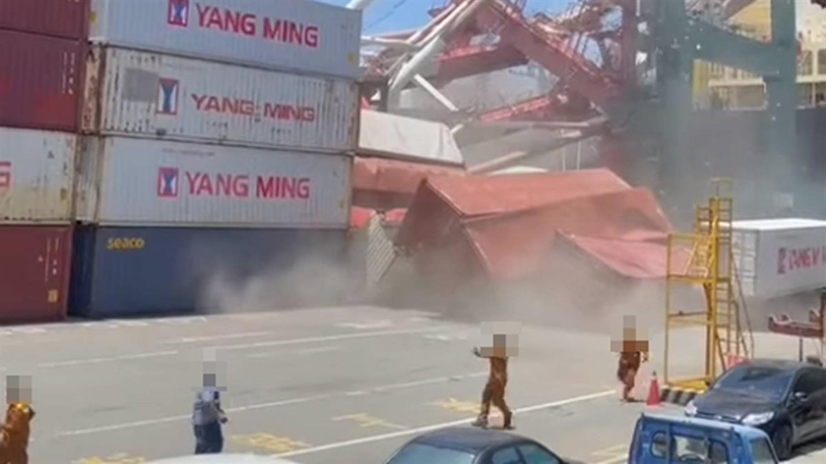 高雄起重機倒塌「工人逃竄」 貨櫃滾落恐怖畫面曝