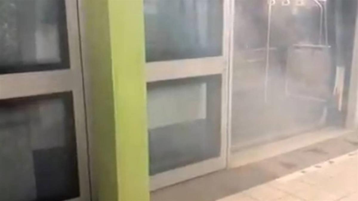 劍南路站列車狂冒白煙!乘客嚇壞「要爆炸了?」北捷回應