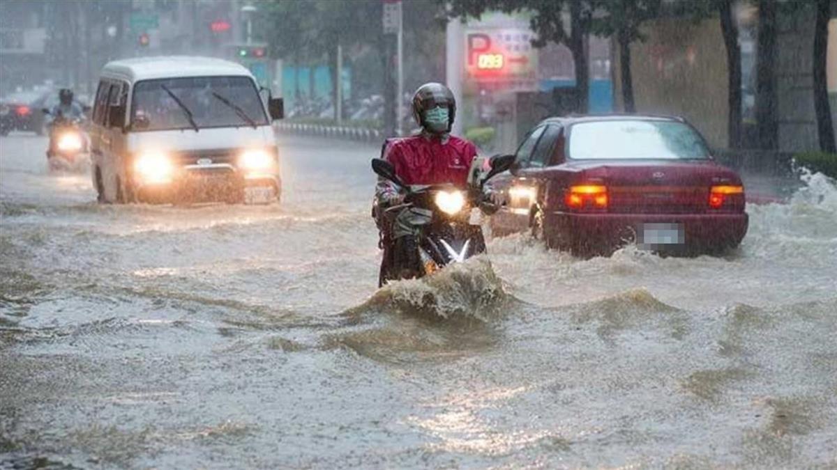 致災豪雨淹慘!3顆強壯雷雨胞罩雙北 閃電訊號密佈超崩潰