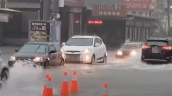 長治日累積雨量近300毫米 馬路積水轎車拋錨
