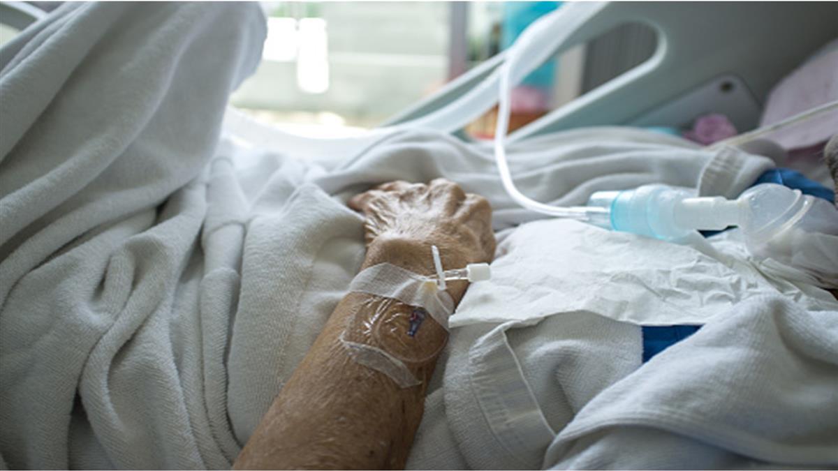 男曾去萬華「人與人連結」!害媽染疫病逝  崩潰喊:人生的痛