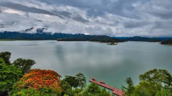 日月潭蓄水率回升到近4成  雲霧繚繞現美景