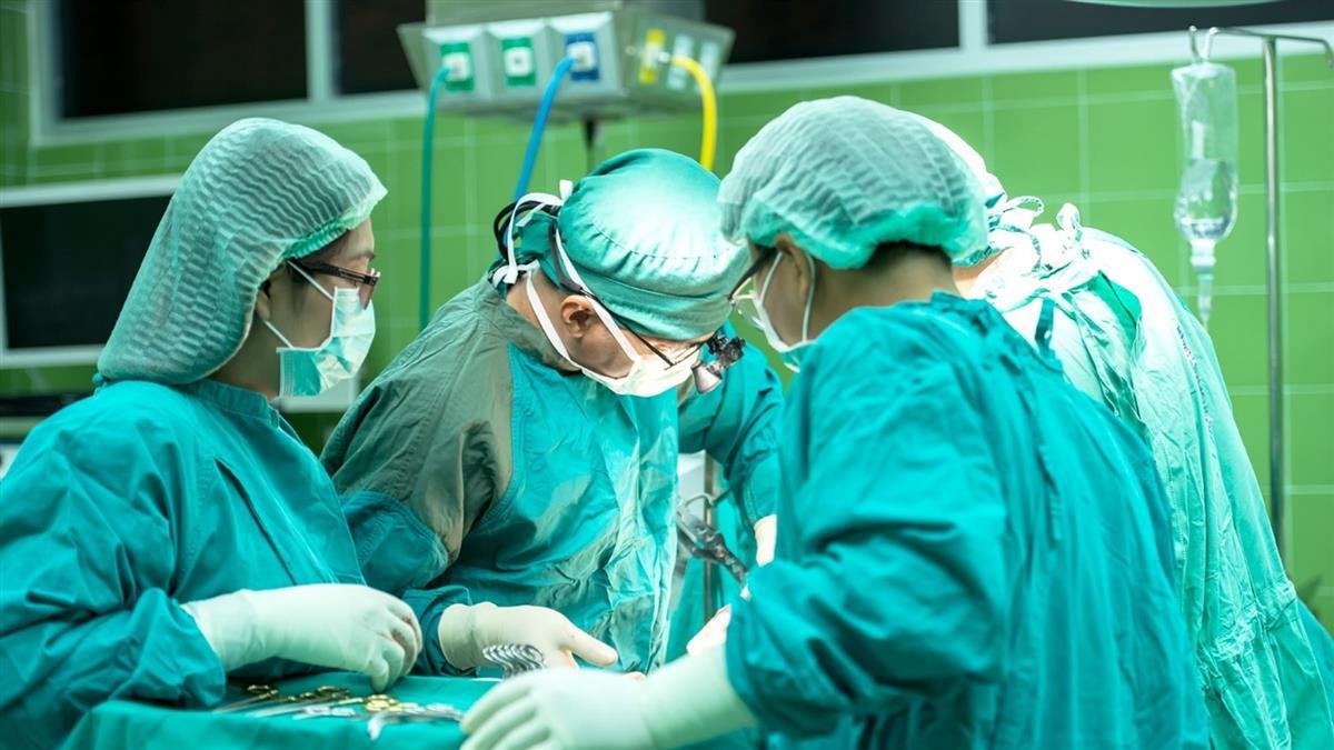 女手術後大出血!2周後慘死 驚見「醫師是保全假扮」