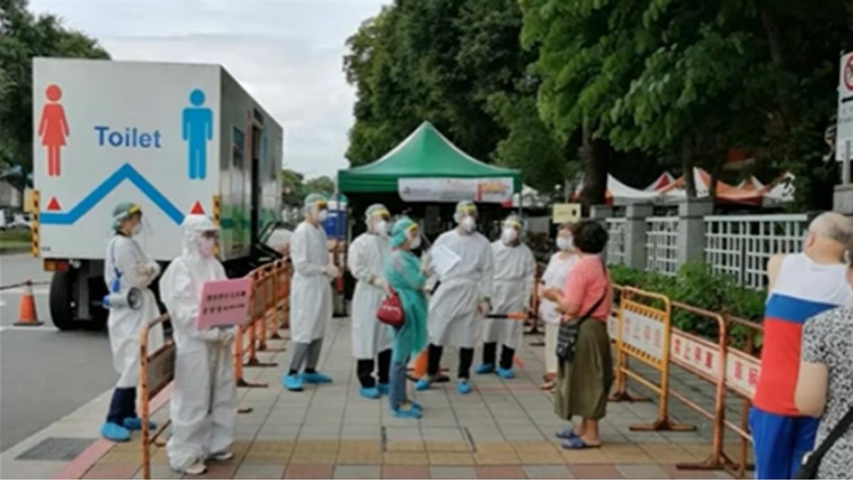 獨/行動快篩隊進駐萬華 一社區67人採檢 2人確診