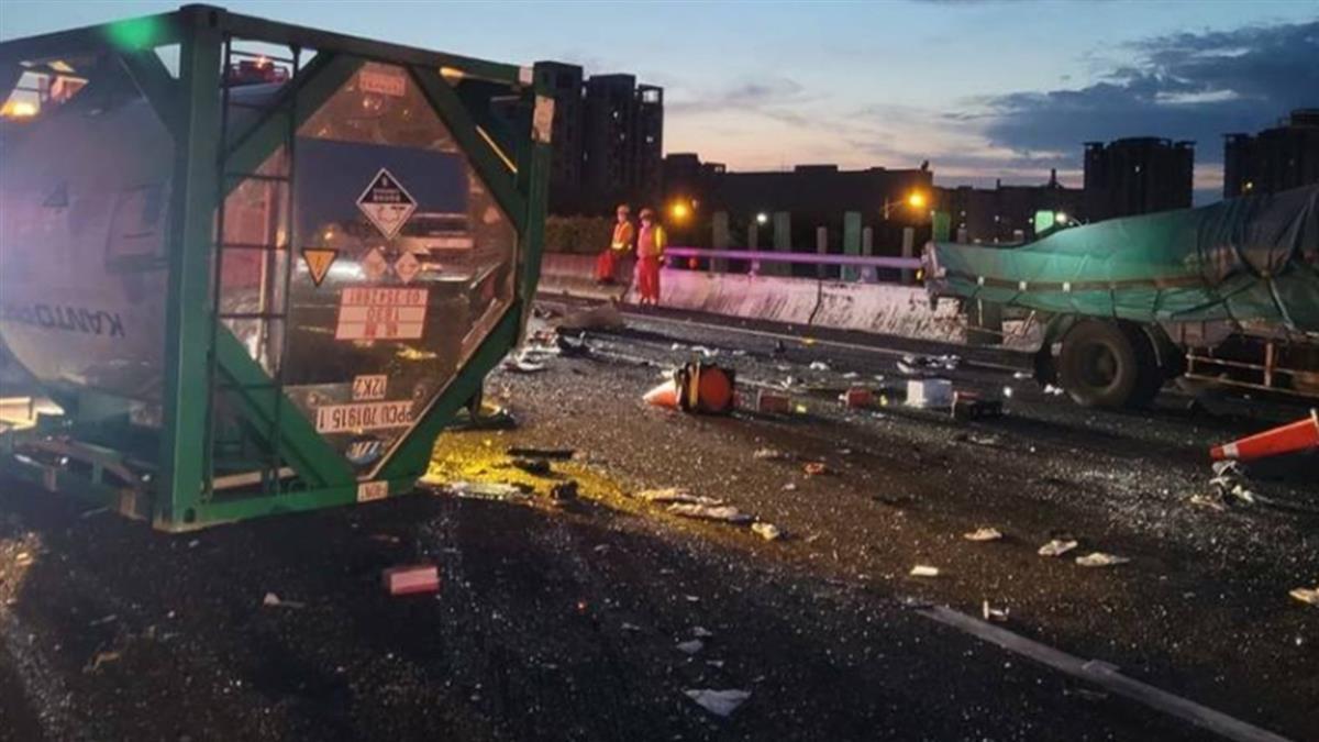 國1凌晨4車連環撞 1人當場失去心跳急送醫